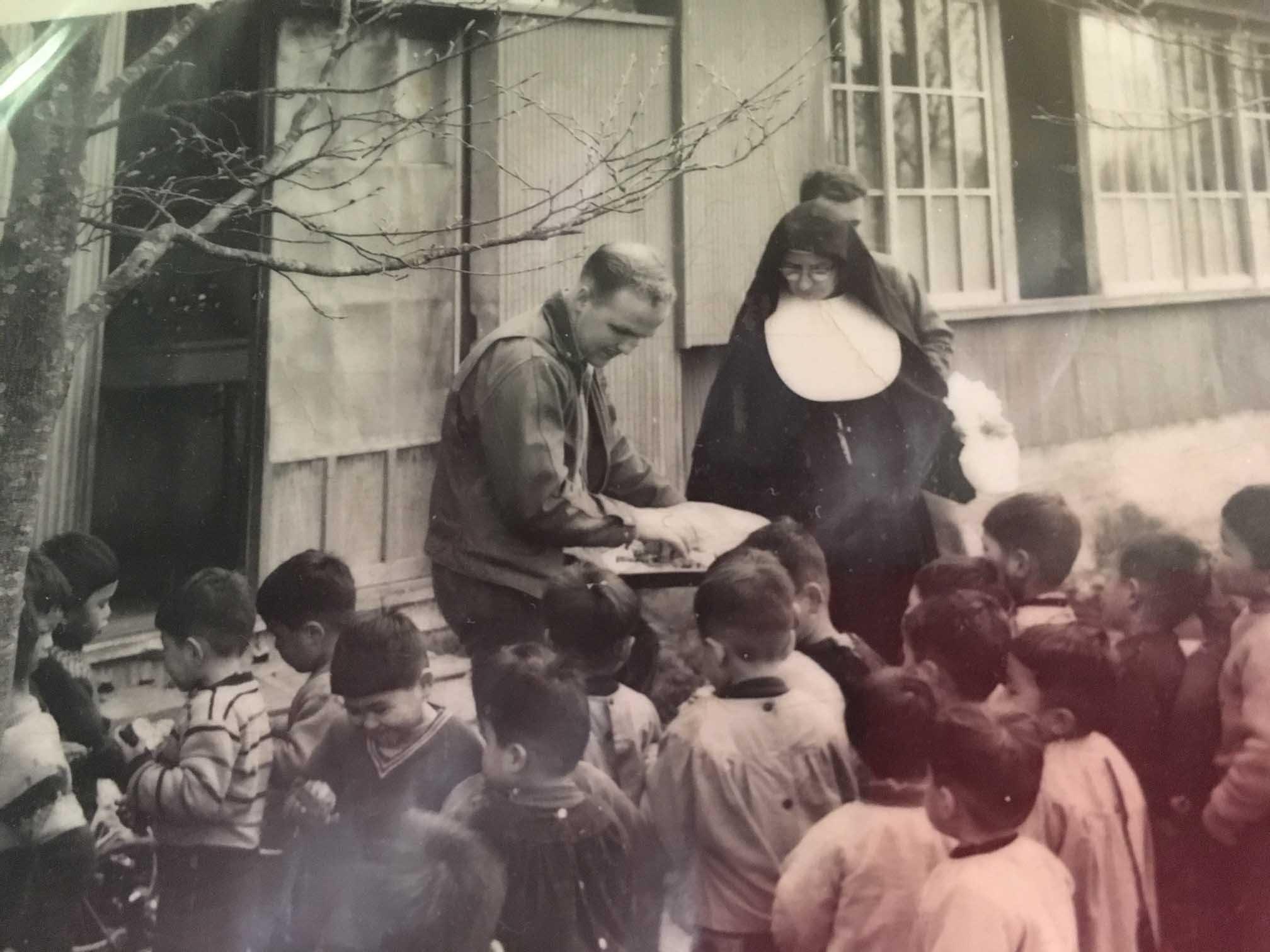 [blog-image]-maine-veterans-homes-scarborough-marine-veteran-of-month-gene-hoguet-mt-fuji-children